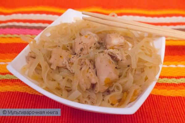 Вторые блюда: Рисовая лапша с курицей  в соевом соусе