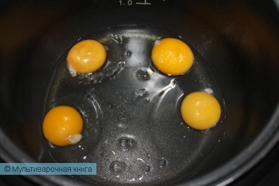 Вторые блюда: Яичница-глазунья с тёртым сыром