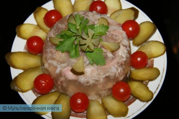Закуски: Нежный холодец из свиных ножек с добавлением чеснока