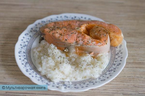 Вторые блюда: Рыба на пару с рисом в мультиварке