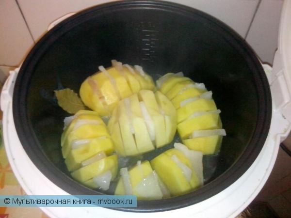 Вторые блюда: Картошка-гармошка с салом в мультиварке.