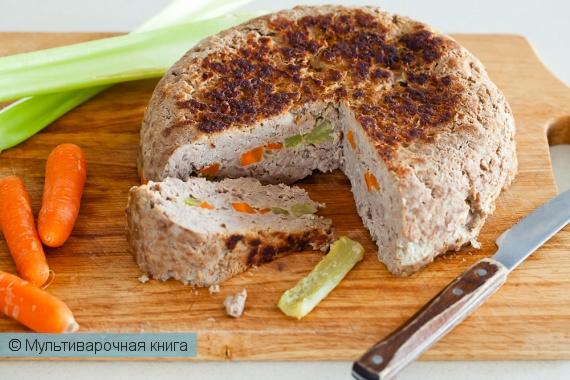 Вторые блюда: Мясная запеканка с морковью и сельдереем в мультиварке.