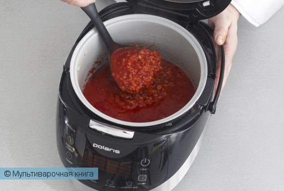 Первое блюдо: Томатный суп с копченой грудинкой в мультиварке.