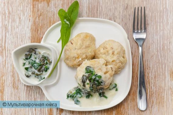 Вторые блюда: Куриные котлеты с зеленым соусом в мультиварке.