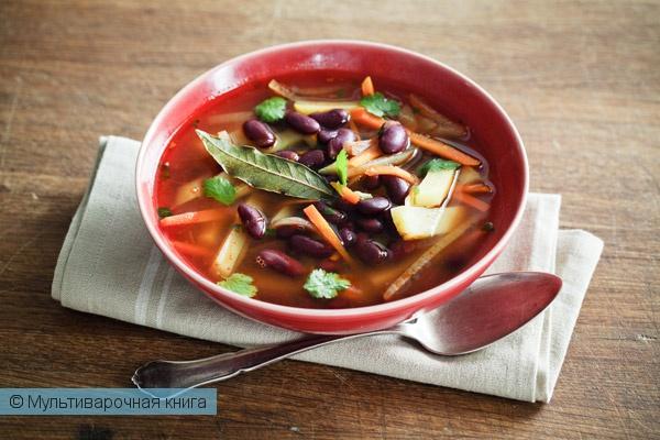 Первое блюдо: Фасолевый суп с кинзой в мультиварке.