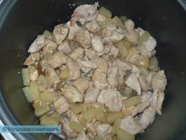Вторые блюда: Курица, тушенная с ананасами