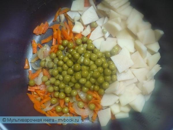 Первое блюдо: Картофельный суп-пюре с зеленым горошком в мультиварке