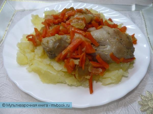 Вторые блюда: Куриные ножки, тушенные с морковью и яблоком в мультиварке