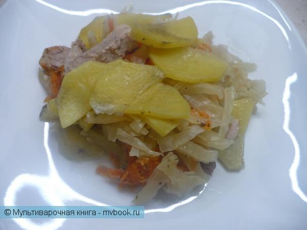 Вторые блюда: Капуста, тушенная со свининой и картофелем в мультиварке