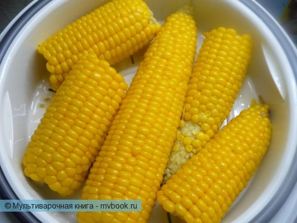 Варить кукурузу в мультиварке 25 минут.