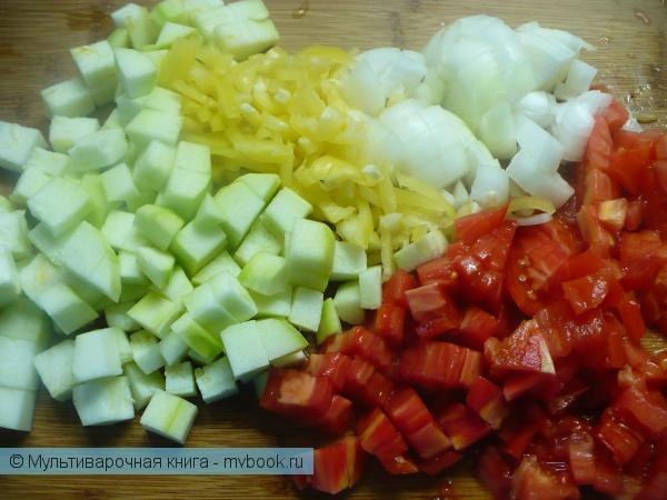 Нарезать овощи.