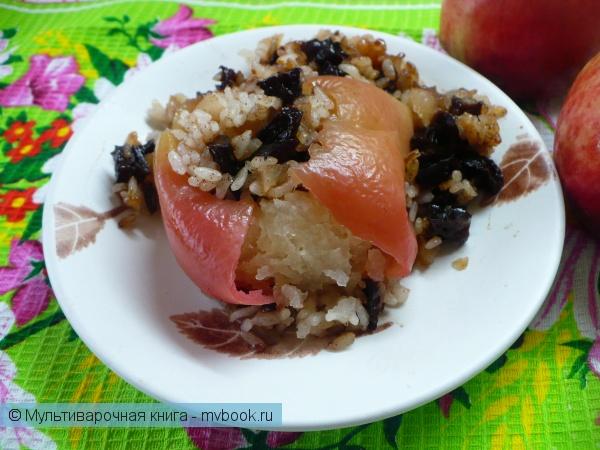 Яблоки, запеченные с рисом и черносливом в мультиварке