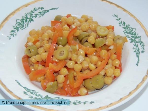 Салаты: Теплый нутовый салат с перцем и маслинами