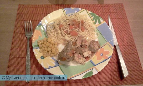 Вторые блюда: Тушеное куриное филе с ребрышками и овощами