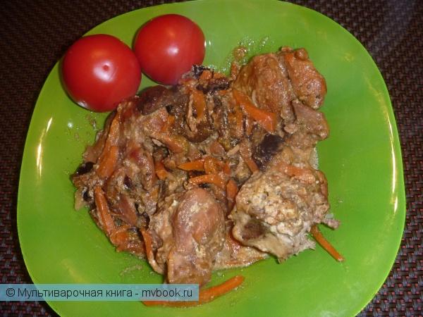 Вторые блюда: Кролик в сметане с черносливом.