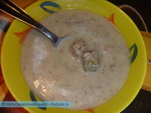 Первое блюдо: Суп-пюре с фрикадельками.