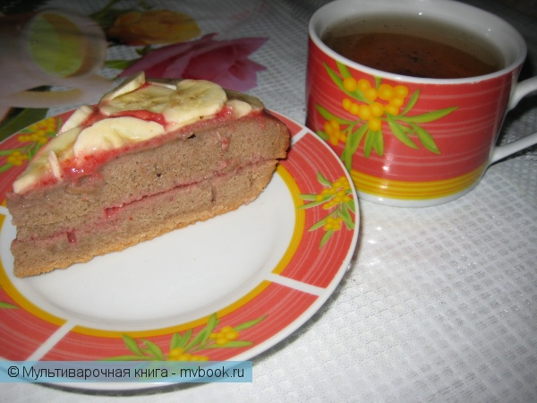 Выпечка: Шоколадный бисквит с клубникой и бананом