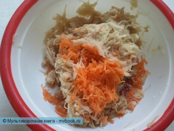 трем картошку и морковку