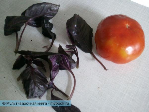 помыть базилик, очистить помидор
