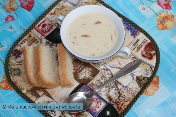 Первое блюдо: Сливочный крем-суп с лесными грибами