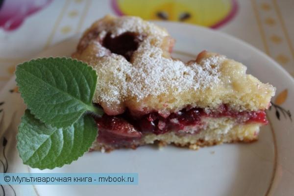 Выпечка: Пирог с брусникой и клубникой