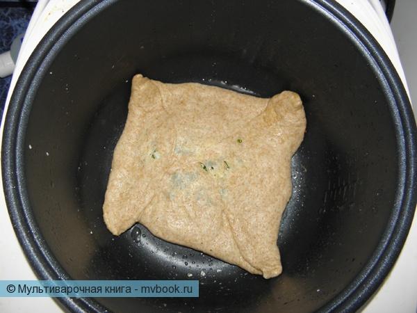 Закуски: Русские пироги с начинкой из лука, зелени и яиц