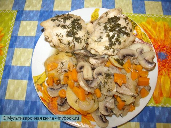 Пикантная картошка с грибами под курочкой готова.