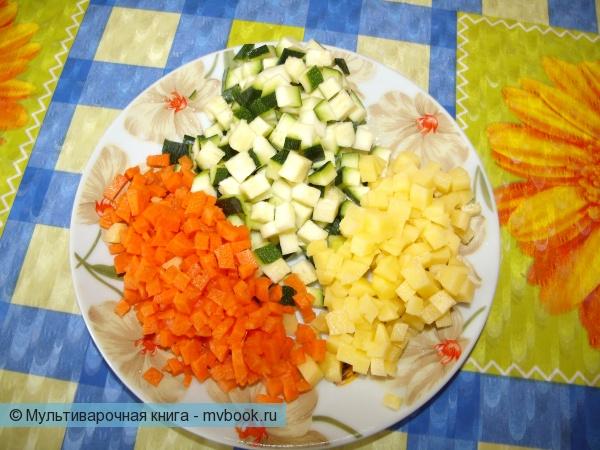Нарезаем овощи максимально мелко